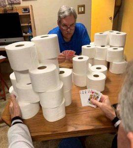 blague poker avec papier toilette confinement coronavirus