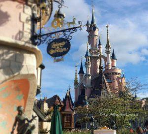 Le parc Disneyland Paris est-il fermé ou ouvert / coronavirus covid-19