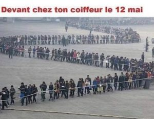 La queue chez le coiffeur le 11 mai en photo