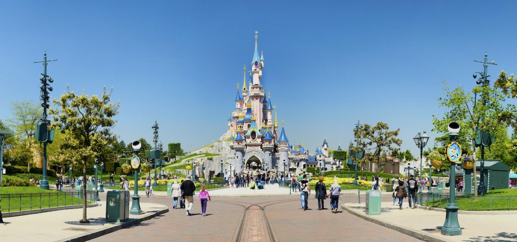 main sgtreet et chateau disneyland paris
