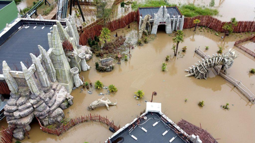 Nouveauté attraction Walibi Belgium Kondaa sous l'eau après inondation