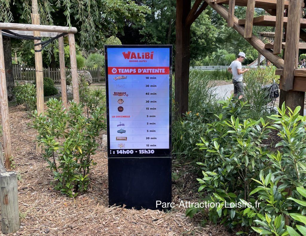 peu de queue ou file d'attente au parc avec pass sanitaire en 2021
